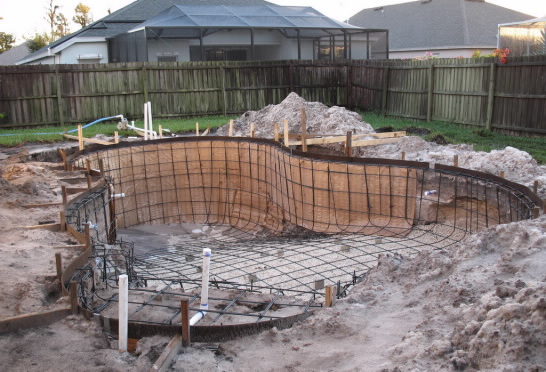 building supporting walls for swimming pool